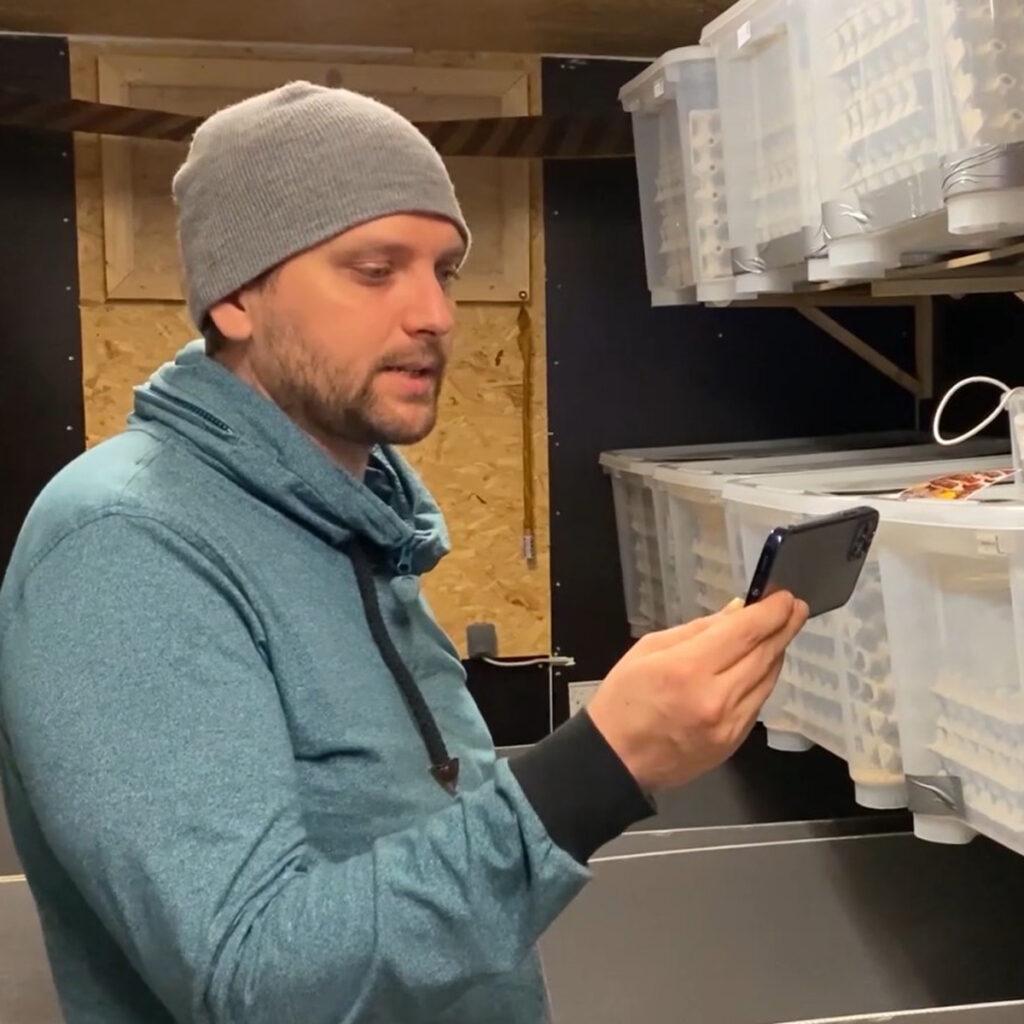Insektenfarmer Florian Berendt kommt aus der Bio-Branche